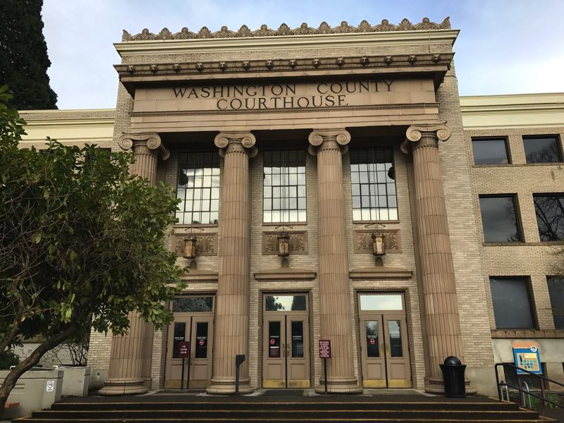 The front of the Washington County Courthouse.